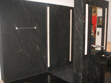 The walls of the bathroom consist of 3 mm plates of Brasilian granite