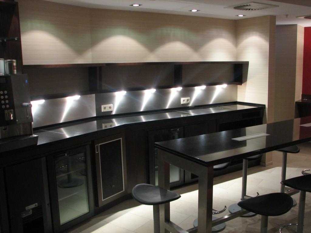 Kochen und Kühlen, integriert auf einer einzigen Granitplatte